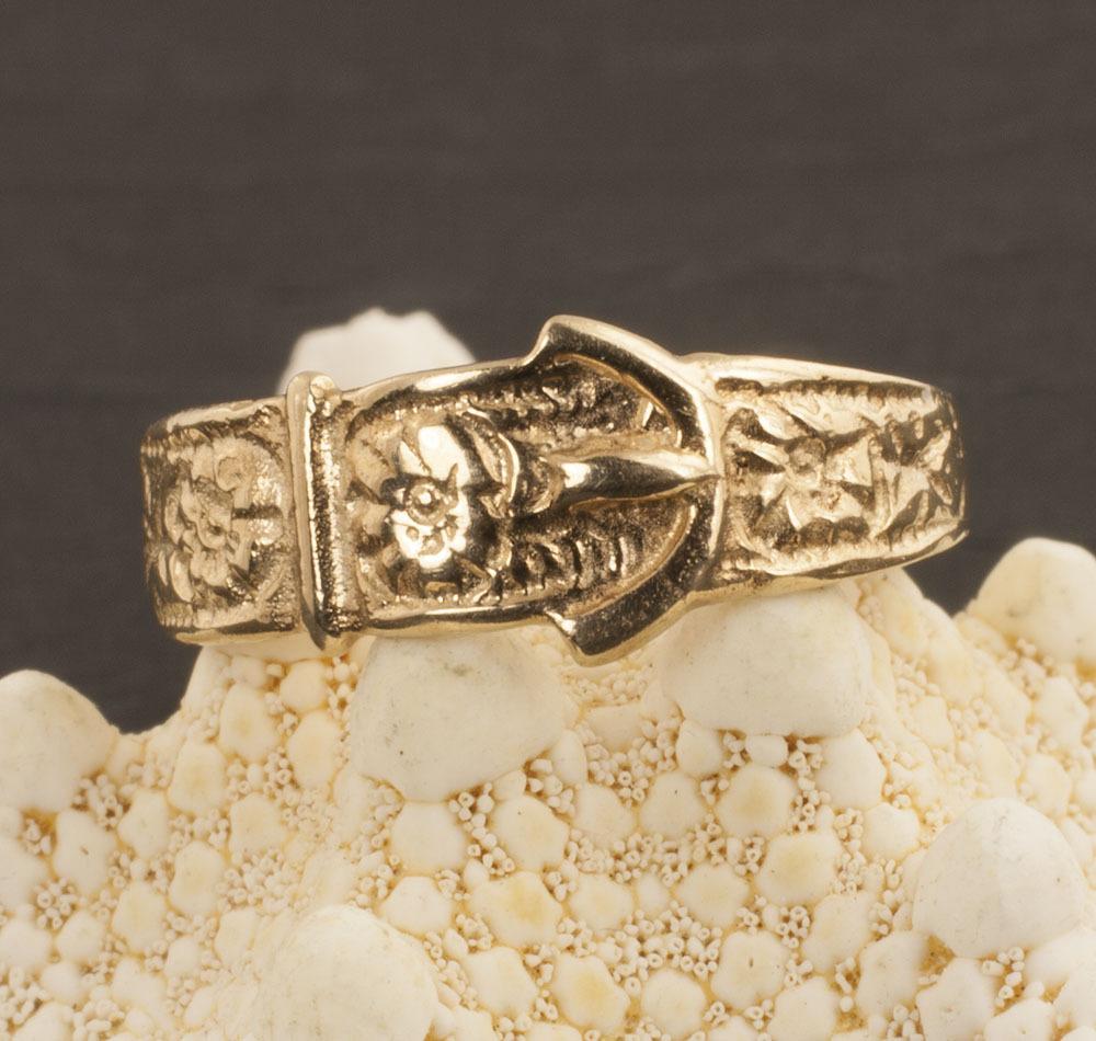 Vintage 9 Karat Gold Buckle Ring