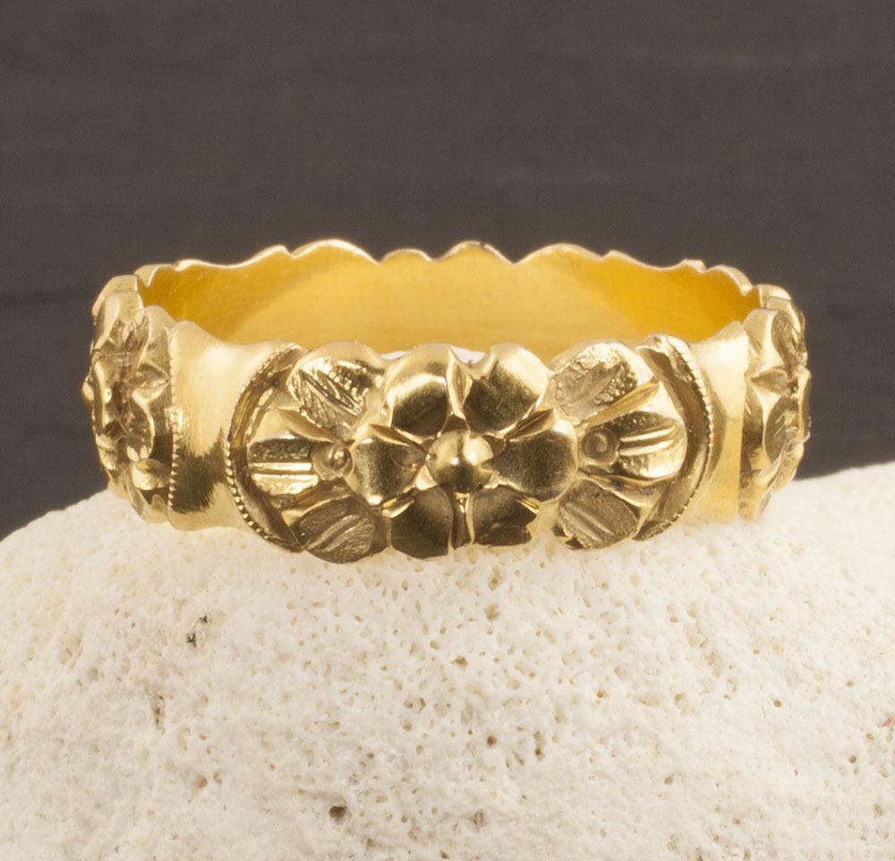 Vintage 14 Karat Gold Flower Band