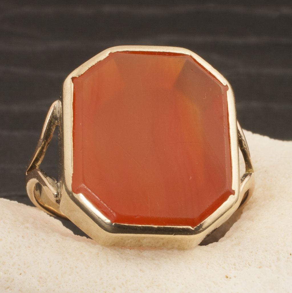 Vintage 9 Karat Gold Carnelian Ring