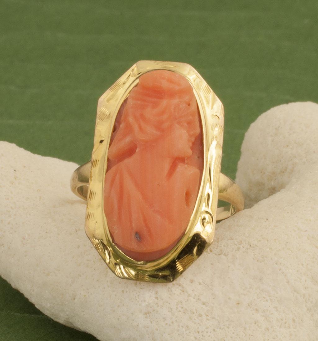 Vintage Art Deco 10 Karat Gold Coral Cameo Ring