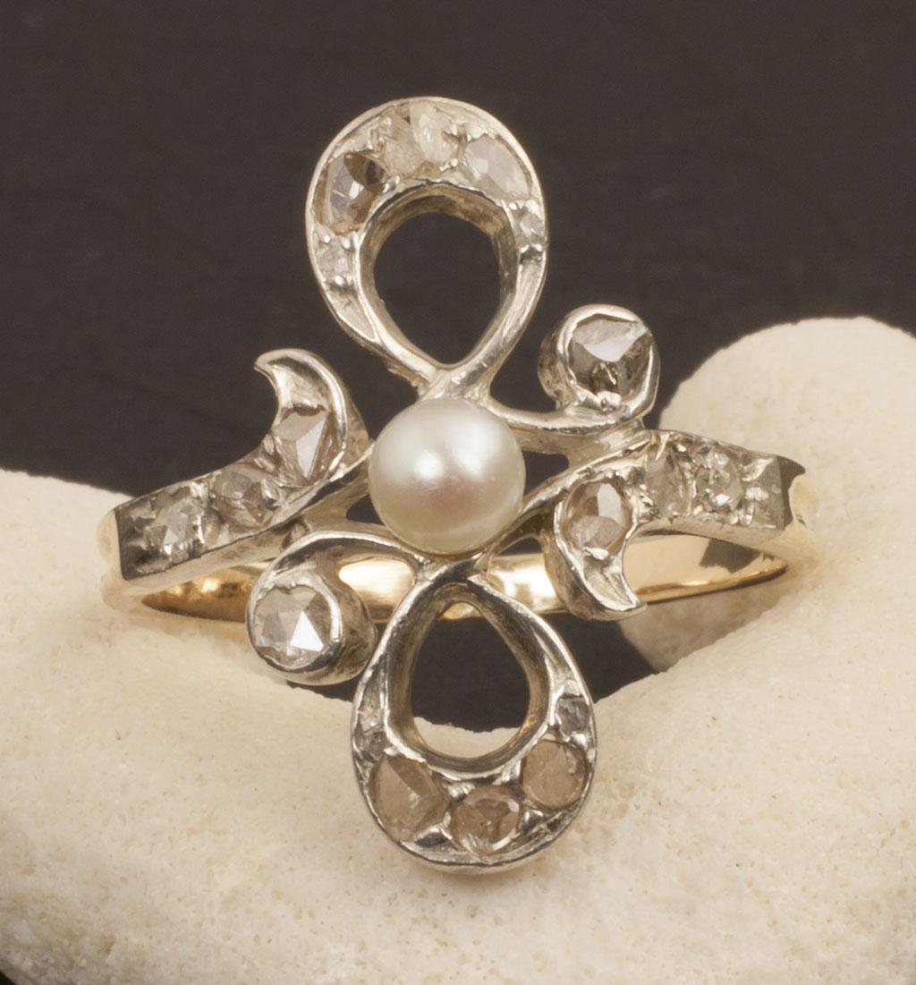 Antique Early Victorian 18 Karat Gold Diamond and Pearl Ring