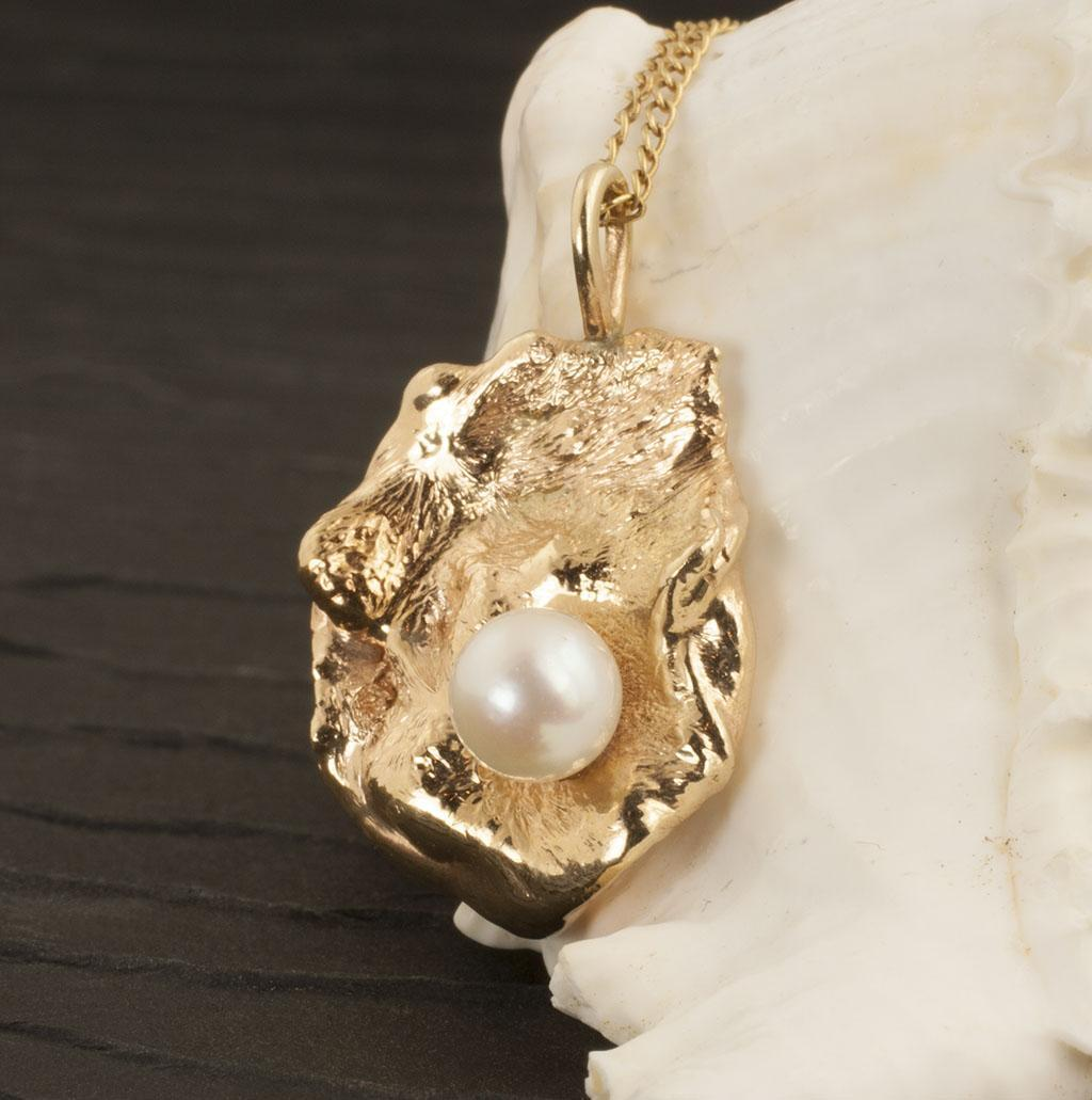 Vintage 14 Karat Gold Pearl Pendant
