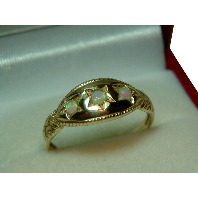 attractive antique 15ct gold 3 opal gemstone ring