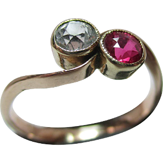 Attractive Antique 15ct Gold Ruby + White Topaz Gemstone 'Crossover' Ring.