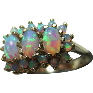 Pretty Vintage 9ct Solid Gold Opal Gemstone Cluster Ring