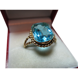 Vibrant Vintage 9ct Gold 'Rectangular Shaped' Blue Topaz Gemstone Ring