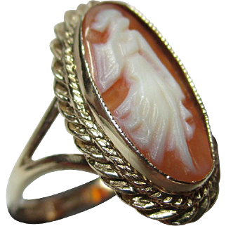 Attractive Vintage{Edinburgh 1989} 9ct Solid Gold 'Oval Shaped' Cameo Gemstone Ring
