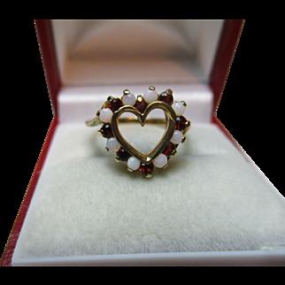 Pretty Vintage 9ct Solid Gold 'Heart Shaped' Opal + Garnet Gemstone Twist Ring