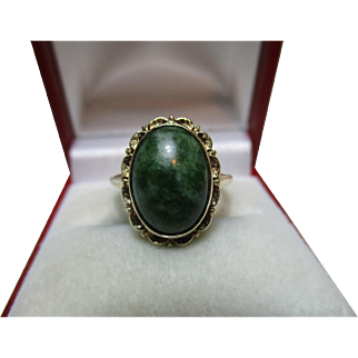 Pretty 14ct Solid Gold Oval Shaped 'Jadeite' Gemstone Ring{3.9 Grams}
