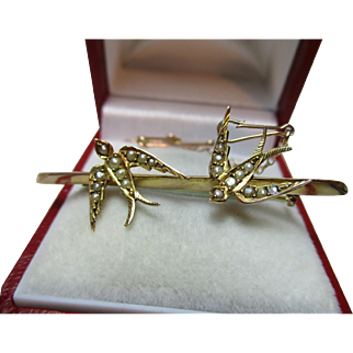 Decorative Antique 9ct Gold 'Swallow' + Split Seed-Pearl Gemstone Bar Brooch{With Attachment Pin}