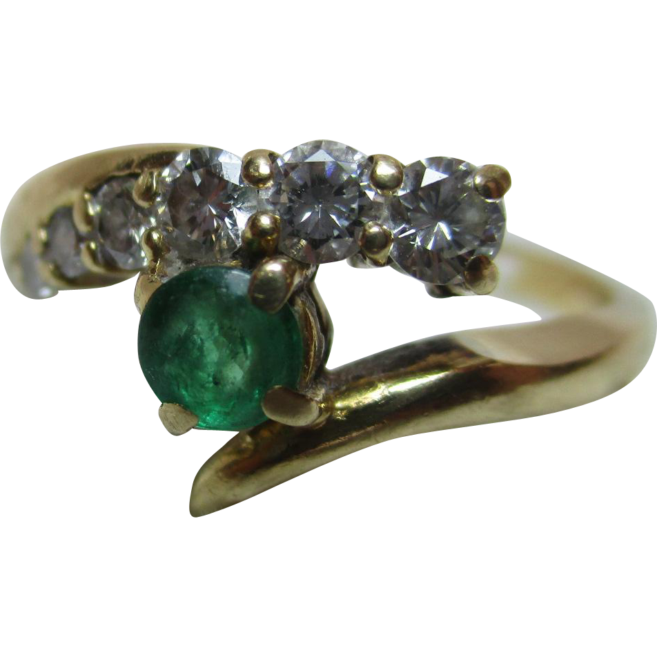 Exquisite Vintage 18ct Solid Gold 7-Stone Diamond + Emerald Gemstone 'Crossover' Ring{0.35Ct Diamond Weight}