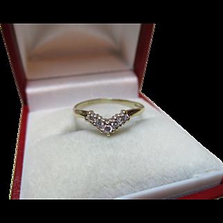 Pretty Vintage 9ct Solid Gold Cubic Zirconia Gemstone 'Wishbone' Ring