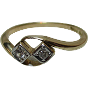 Pretty Antique 18ct Solid Gold Diamond Gemstone 'Crossover' Ring{2.4 Grams}{0.1Ct Diamond Wt}