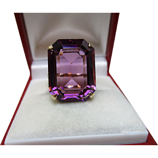 Attractive Vintage 9ct Solid Gold  'Block Shaped' Amethyst Gemstone Ring{6.7 Grams}
