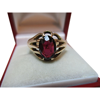 Attractive{Chester 1919} 9ct Solid Gold 'Cushion Shaped' Garnet Solitaire Gemstone Ring{4.7 Grams}