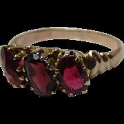 Attractive Antique 15ct Solid Gold 3-Stone Garnet Gemstone Ring