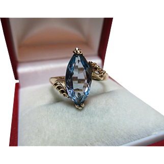 Attractive Vintage 9ct Solid Gold 'Marquise Shaped' Blue Topaz Gemstone Twist Ring