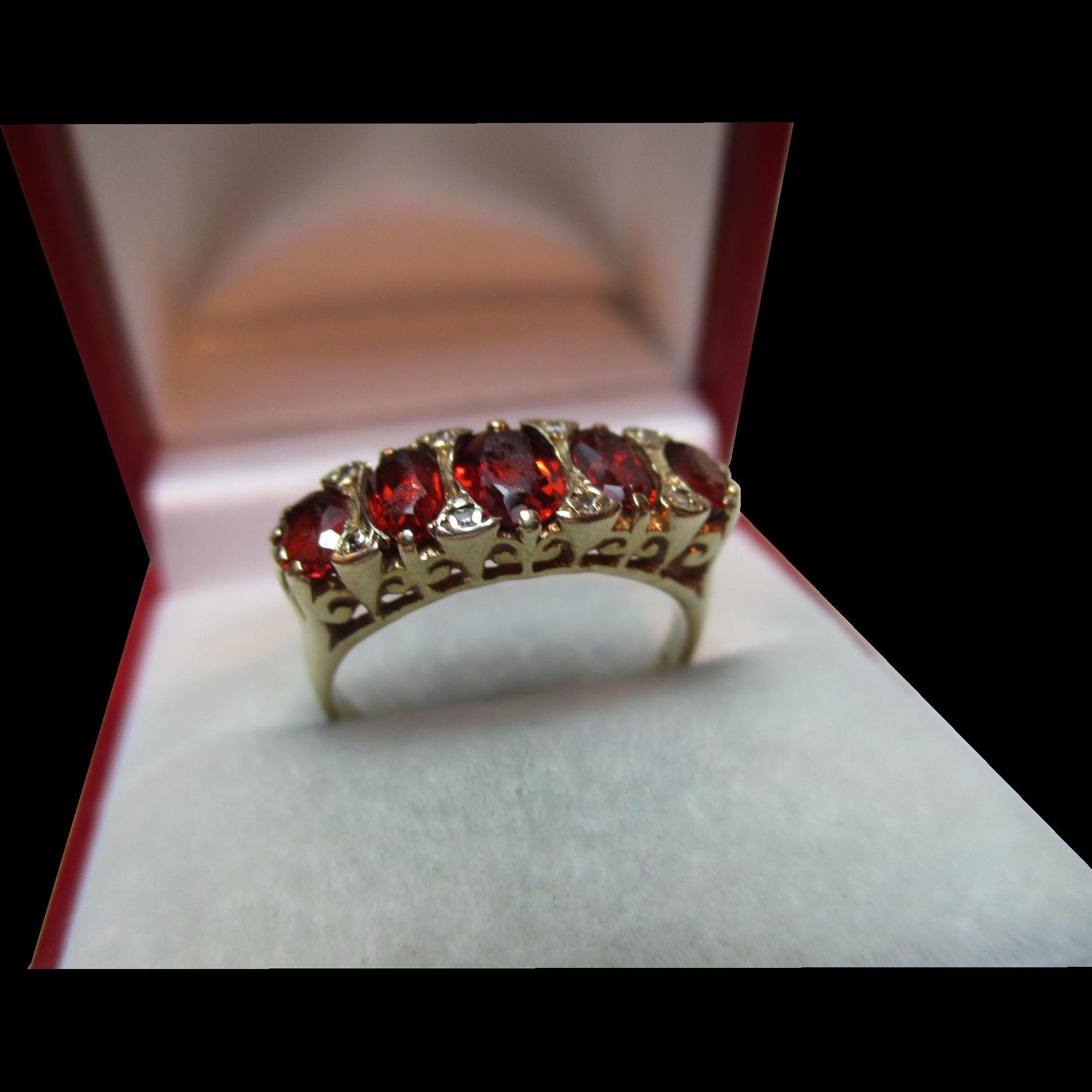 Attractive Vintage{London 1990} 9ct Solid Gold Diamond + Garnet Gemstone Ring