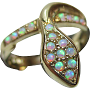 Pretty Vintage 9ct Solid Gold Opal Gemstone 'Snake' Ring{3.7 Grams}