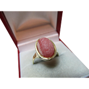 Attractive Vintage 9ct Solid Gold 'Rhodochrosite' Gemstone Ring{4.0 Grams}