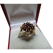 Attractive Vintage 9ct Solid Gold Garnet Gemstone Cluster Ring{3.9 Grams}