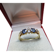 Attractive Antique 18ct Solid Gold 6-Stone Diamond + Sapphire Gemstone Ring{3.4 Grams}{0.2Ct Diamond Weight}