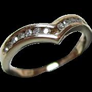 Pretty Vintage 9ct Solid Gold 14-Stone Diamond Gemstone 'Wishbone' Ring{0.2Ct Diamond Weight}