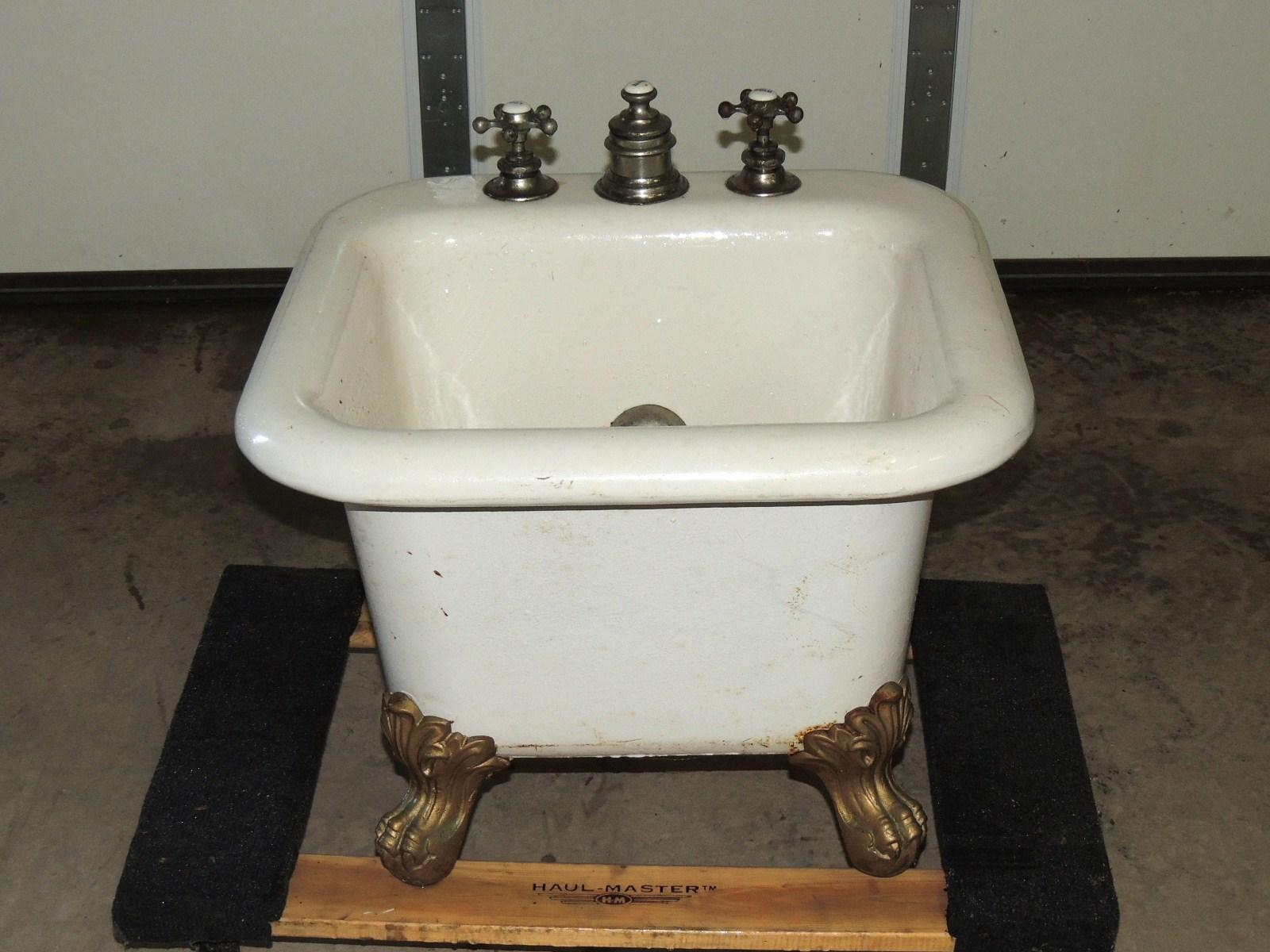 cast iron porcelain bathtub