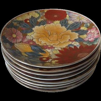 8 Chinese Decorative Floral Porcelain Dinner Plates