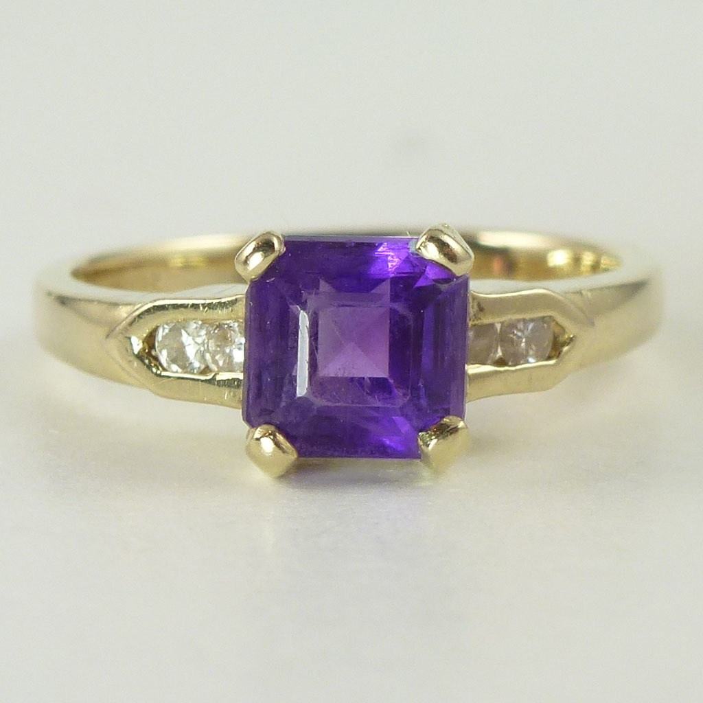 Vintage Amethyst Diamond & 14kt Gold Ring