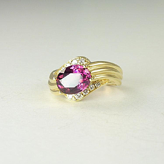 Beautiful 2.03ct Rhodolite Garnet Diamond & 18kt Gold Ring