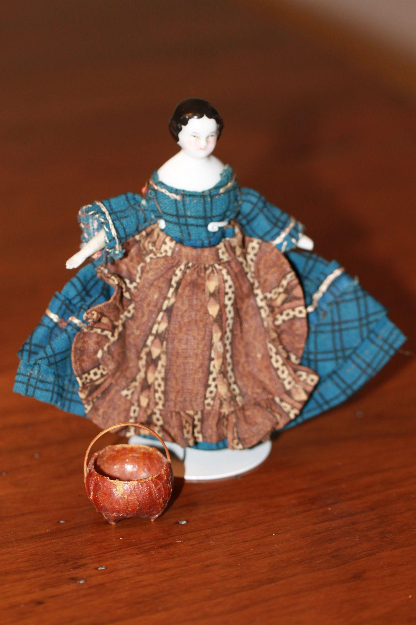 Fabulous Minature Woven Basket for Antique Doll House Dolls