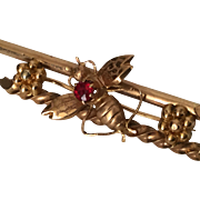French Victorian 18K Yellow Gold Bee Brooch With Ruby 19th Century circa