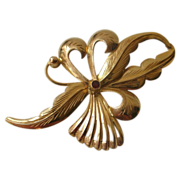 Vintage French 18K Big Gold Brooch with a Ruby 1940 circa