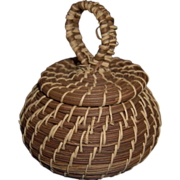 Vintage Folk Art Native American Coushatta Indian Tribe Pine Needle Basket w/ Lid and Looped Top Handle