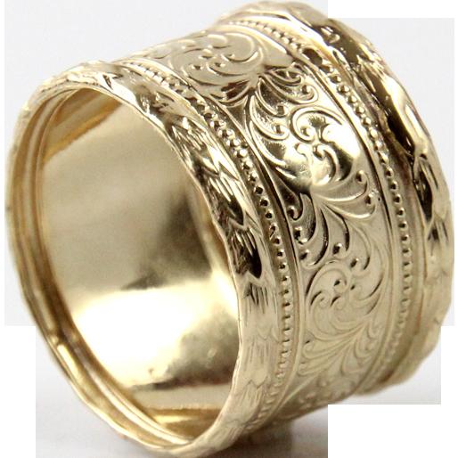 14 Karat Yellow Gold Band Ring.