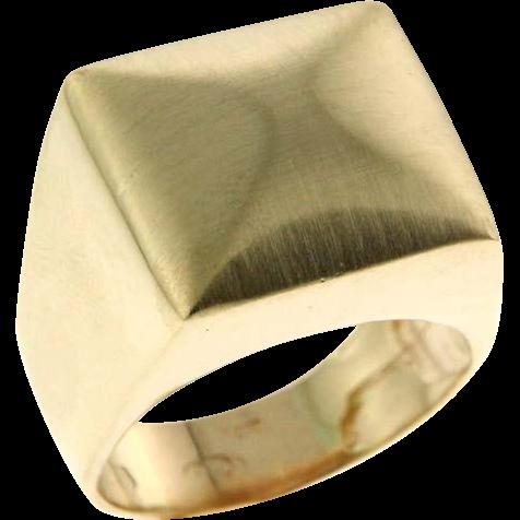 14 Karat Yellow Gold Ring.