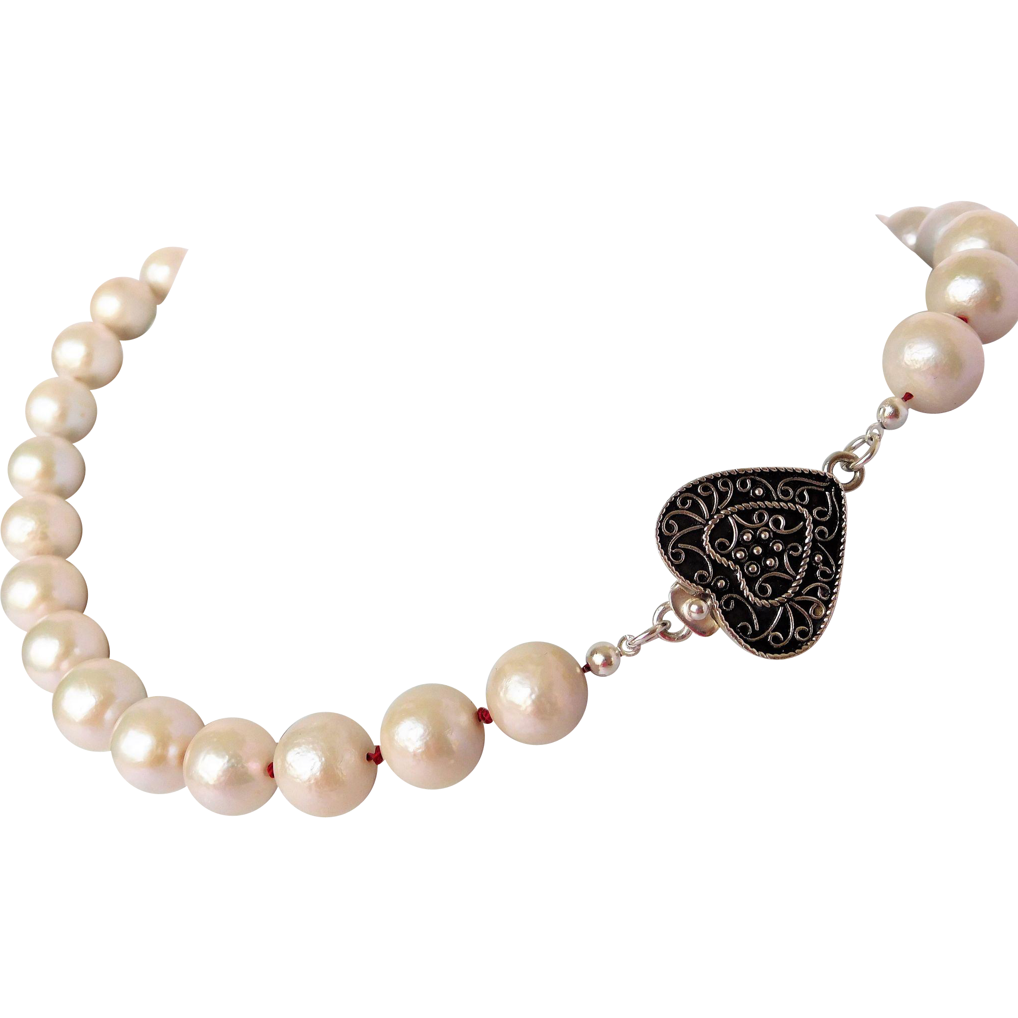 Romantic cultured pearl necklace