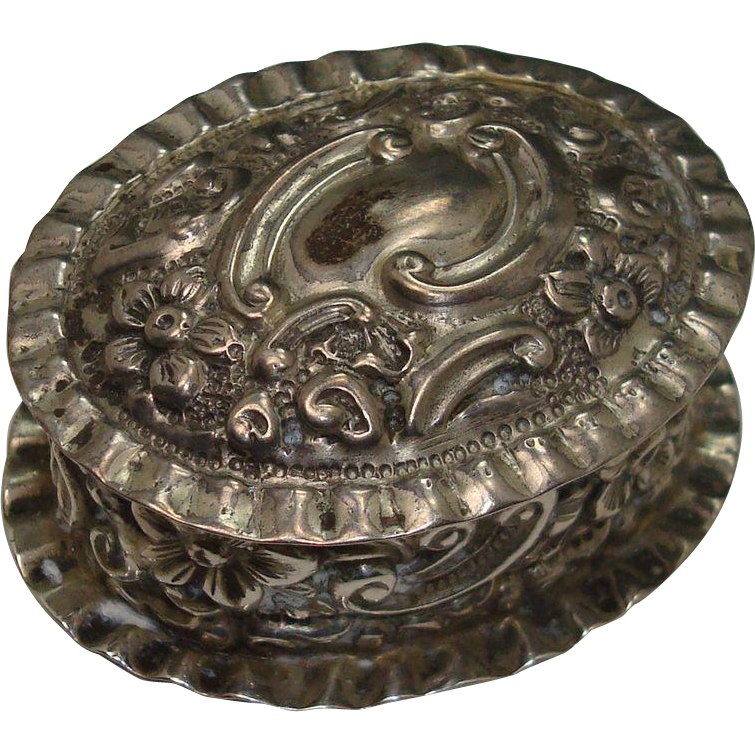 1897 Birmingham Repousse Hinged Pill Box