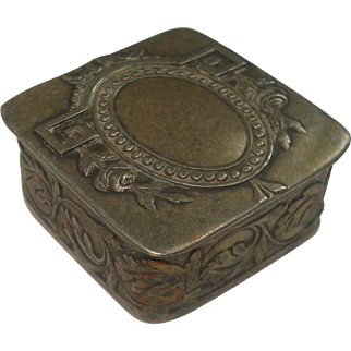 Very Nice Rose and Acanthus Pill Box