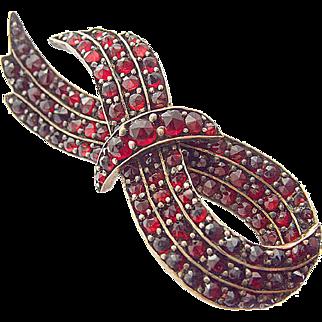 Antique Tombac Garnet Pin Brooch c. 1900 Loop Tambac