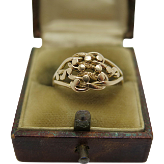 An English Victorian 18k Gold Lovers Knot ring