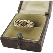 A Victorian 18 k gold wheat-sheaf Knot/keeper ring dated 1887
