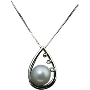 Stunning 14k White Gold Pearl & Diamond Pendant Necklace