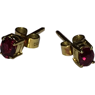 Ruby vintage 18-karat (750) solid yellow gold stud earrings