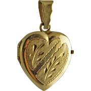 Vintage 18K Gold Engraved Heart Picture Locket