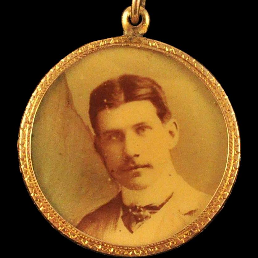 antique gold portrait locket pendant finely engraved gold