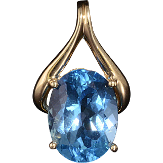 Stunning Natural Blue Topaz Pendant Set in Solid 14K Yellow Gold!