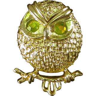 SARAH COVENTRY gold-tone green owl pin BOOK