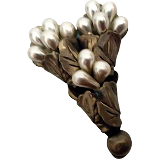 Classy Dress Clip w Ivory Synthetic Pearls